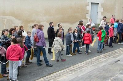 Enfants devant la basilique