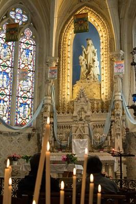 Prière devant la Vierge