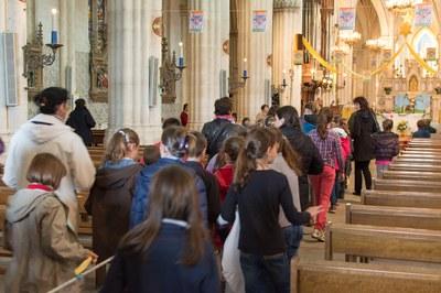 Entrée des enfants dans la basilique