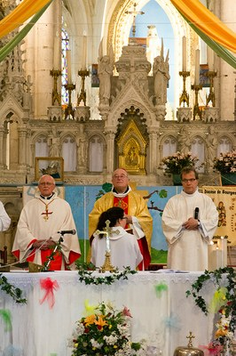 Mgr Maillard durant la messe