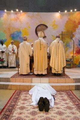 15 - Prosternation durant la litanie des Saints