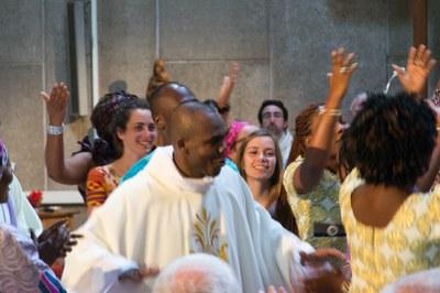 37 - Danse après l'Eucharistie