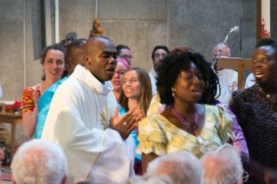 38 - Danse après l'Eucharistie