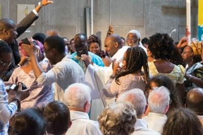 41 - Danse après l'Eucharistie